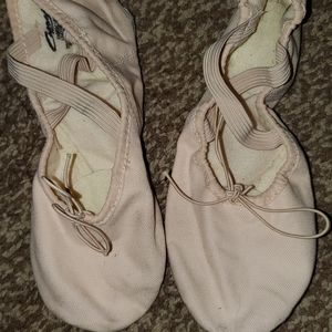 Womens preowned ballet dance shoes 8